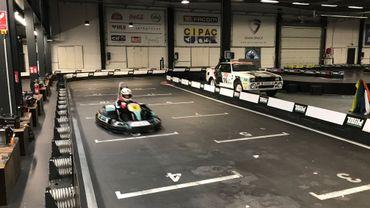 Karting Indoor de Wavre: la piste ne compte plus que des bolides électriques. Proposer à la fois des karts électriques et thermiques était trop compliqué à gérer au niveau technique et logistique, selon la direction.