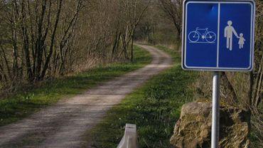 La nouvelle piste cyclo-pédestre, qui traverse le Bois d'Angre, a été ouverte dimanche au public (illustration).