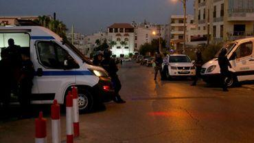 """Les forces de sécurité jordaniennes  montent la garde devant l'ambassade d'Israël à Amman, après un """"incident"""" meurtrier, le 23 juillet 2017"""