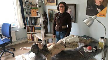 Restauratrice d'art, parfois des années de travail pour restaurer une seule pièce