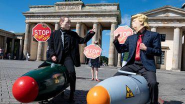 A Berlin, des activistes, sous les traits de Donald Trump et de Vladimir Poutine, rêvent d'un monde sans armes nucléaires. Un rêve qui n'est pas prêt de devenir réalité.