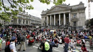 La ville de Bruxelles avait annoncé une piétonisation, tous les dimanches de l'été, du tronçon occupé par les pique-niqueurs