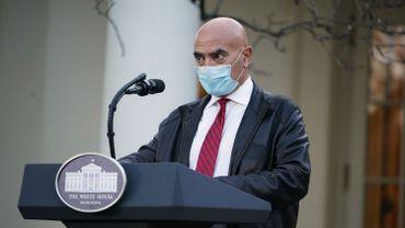 """Moncef Slaoui lors de la conférence de presse à la Maison Blanche du 13 novembre, à propos de l'opération """"Warp Speed"""""""