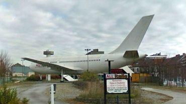Arrivé en 1999 dans le paysage carolo, l'A310 avait appartenu à une compagnie africaine avant d'être installé contre toute attente à Gilly.