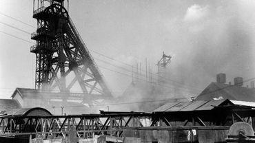 Le site du Bois du Cazier lors de l'incendie catastrophique de 1956