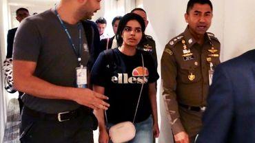 Photo fournie par les services de l'immigration thaïlandais le 7 janvier 2019 montrant la jeune Saoudienne Rahaf Mohammed al-Qanun à l'aéroport international de Bangkok