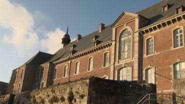 L'abbaye Saint-Gérard de Brogne, dans la commune de Mettet accueille une classe de l'école communale de Saint-Gérard.