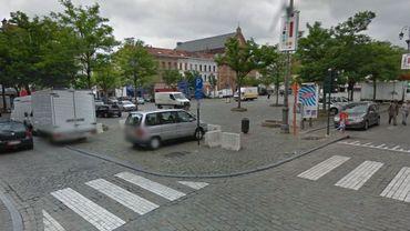 L'abri se trouve exactement sous la place du Jeu de Balle. Problème: la Ville voudrait y installer un parking souterrain.