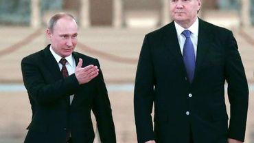 Le président russe Vladimir Poutine (g) et son homologue ukrainien Viktor Ianoukovitch à Moscou, le 17 décembre 2013