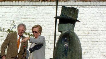 Jean-Michel Folon etla reine Paola à la Fondation Folon à La Hulpe en 2004
