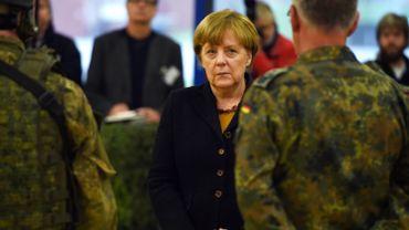 La chancelière allemande Angela Merkel rend visite à des soldats à Leer, dans le nord de l'Allemagne, le 7 décembre 2015.