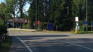 Le carrefour où s'implantera le giratoire et l'actuel portique