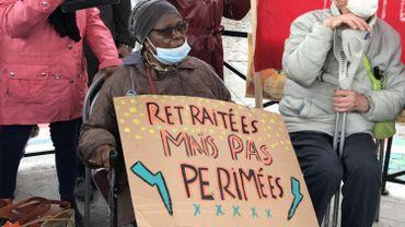 Les slogans sur les panneaux jouent la carte de l'humour, mais certains seniors sont bel et bien remontés
