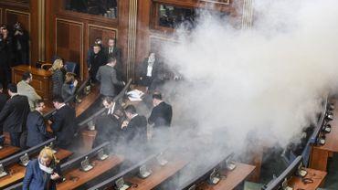 L'opposition kosovare paralyse depuis mi-septembre le Parlement, recourant parfois à des gaz lacrymogènes dans l'hémicycle pour interrompre les travaux.