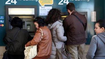 L'annonce d'une taxation de l'épargne a fait se précipiter les Chypriotes vers les distributeurs de billets
