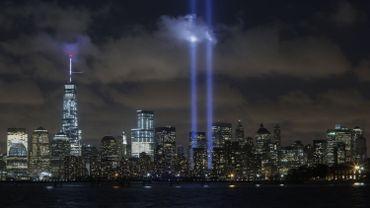 Chaque année, une installation lumineuse de 88 projecteurs imite la présence des deux tours jumelles qui se sont écroulées le 11 septembre 2001 pour commémorer ce jour dramatique.