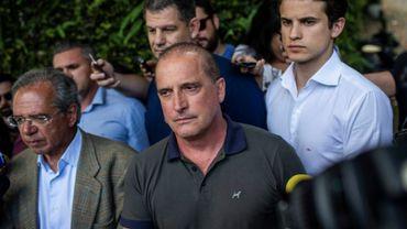 Le député brésilien Onyx Lorenzoni (au centre), présenté comme le futur chef du gouvernement du président Jair Bolsonaro, le 30 acotobre 2018 à Rio