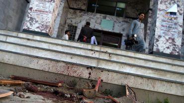 Sur le site du lynchage d'un étudiant en journalisme, le 13 avril 2017 à Mardan au Pakistan