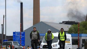 Des employés quittent l'usine British Steel de Scunthorpe, dans le nord-est de l'Angleterre, le 22 mai 2019