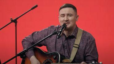 """Le groupe choisi pour représenter le Bélarus, Galasy Zmesta, avait proposé une première chanson intitulée """"Je vais t'apprendre""""."""