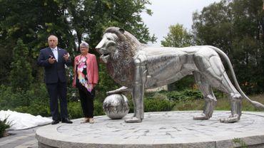 Cette version contemporaine du Lion pèse 140 kilos, est haute de deux mètres et longue de près de 3,5 mètres.
