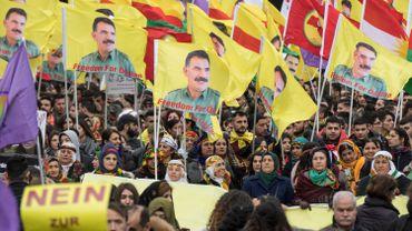 """Allemagne: 30 000 Kurdes manifestent pour la """"démocratie en Turquie"""""""