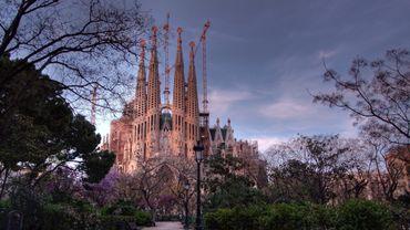 A Barcelone, la Sagrada familia rouvre en hommage aux soignants
