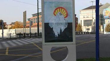 Des publicités dans des abris-bus détournées à Bruxelles pour lutter contre le Ceta et le TTIP