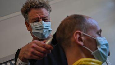 Les coiffeurs s'adaptent eux aussi.