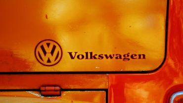 Bourse de Francfort: Volkswagen continue à chuter (-6,06%)