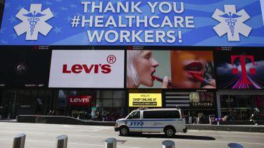 """Coronavirus: """"Doublement des cas tous les 3 jours"""" à New York"""