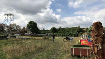 Derniers préparatifs pour le Supervue festival sur le terril Piron à Liège
