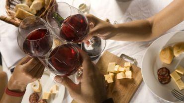 Comment sevir moins de vin à vos invités?