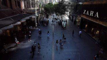 L'Australie, qui a parfois été cette année citée en exemple de bonne gestion sanitaire, est aujourd'hui confrontée à un regain de cas dans le nord de Sydney, une ville dont les habitants ne sont autorisés à inviter chez eux que dix adultes.