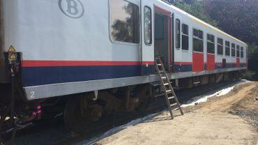 Pecq: Une voiture de chemin de fer installée près du centre-ville