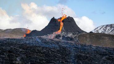 Le volcan Fagradalsfjall en éruption, à 40 km de Reykjavik, le 23 mars 2021 en Islande