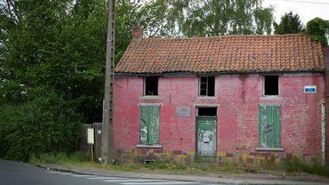 Perdue dans les méandres de Colfontaine, la petite maison rose de la rue Wilson reste inconnue des riverains