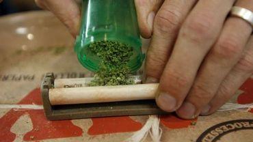 Fumer du cannabis à l'adolescence abîme le cerveau