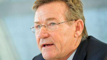 Le ministre des Finances, Johan Van Overtveldt, et son homologue néerlandais, Menno Snel, signeront le 5 mars prochain un accord mettant fin à la double imposition des pensionnés résidant en Belgique après avoir travaillé aux Pays-Bas.
