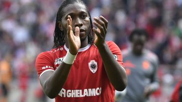 Mbokani signe un nouveau contrat avec l'Antwerp