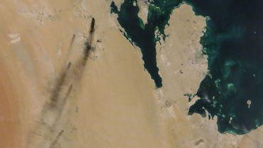 Une image satellite de la NASA prise le 14 septembre, montrant les feux dégagés après les frappes de drones sur les installations de Aramco en Arabie-Saoudite