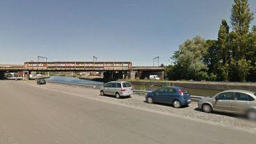 Le témoin signalait qu'une voiture avait plongé dans l'Escaut à hauteur du quai Donnat Casterman.