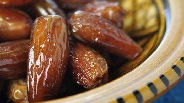 Traditionnellement, les dattes figurent parmi les premiers aliments consommés lors de la rupture du jeûne
