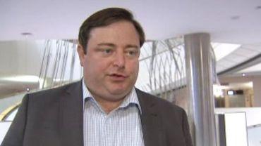 """""""Elio Di Rupo sera Premier ministre dans un sens légal, pas démocratique"""", selon Bart De Wever."""