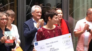 """La romancière Flore Vesco a reçu lundi le prix Vendredi, parfois qualifié de """"Goncourt de la littérature jeunesse"""", pour """"L'estrange malaventure de Mirella"""" (L'École des loisirs)."""