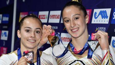 Axelle Klinckaert et Nina Derwael après leurs médailles à l'Euro de Glasgow (2018)