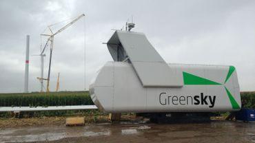 A Gingelom, l'érection des premières éoliennes est en cours