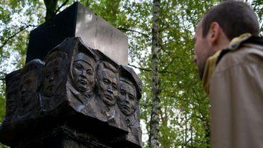 Une stèle à la mémoire des personnes exécutées pendant les répressions staliniennes, le 28 septembre 2018 à Kommunarka, dans le sud-ouest de Moscou