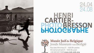 """Affiche de l'exposition """"Henri Cartier-Bresson - Photographe"""", à voir au Musée Juif de Belgique jusqu'au 6 septembre 2015"""