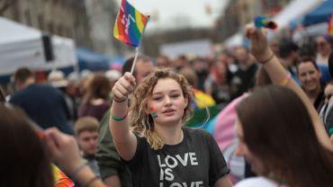 Gay Pride: polémique après l'interdiction de drapeaux arc-en-ciel sur les ambassades US